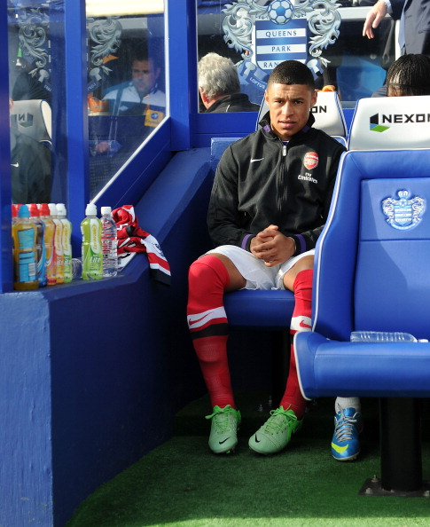 Alex Oxlade Chamberlain Of Arsenal Before The Barclays… News Photo - Getty Images - 168029824