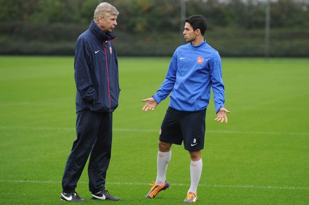 Manager-Arsene-Wenger-of-Arsenal-talks-to-Mikel-Arteta
